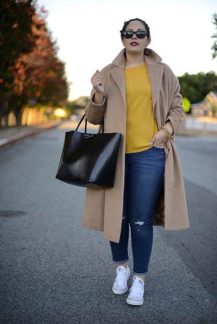 look plus size com casaco longo
