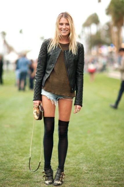 look meia preta com short jeans