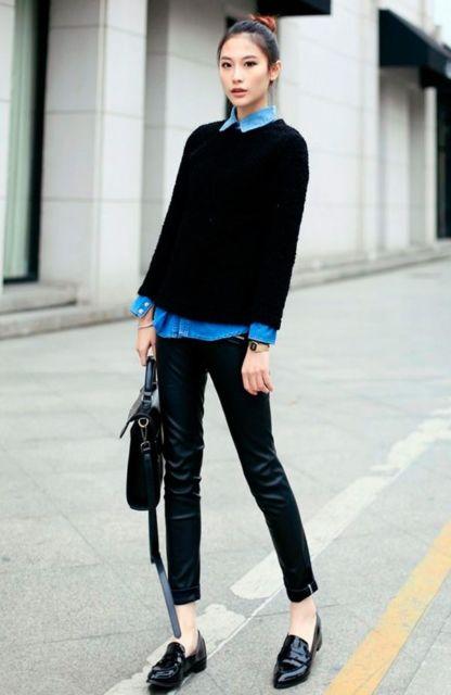 modelo veste calça preta, blusa na mesma cor e sapato preto.