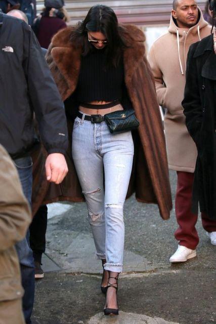 look calça jeans de cintura alta