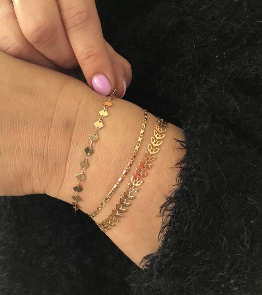 mix de pulseiras de ouro