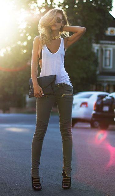 regata branca feminina com jeans justinho