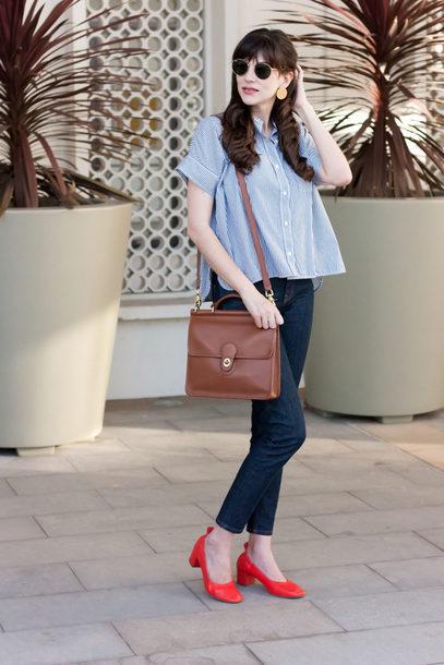 calça jeans com sapato boneca