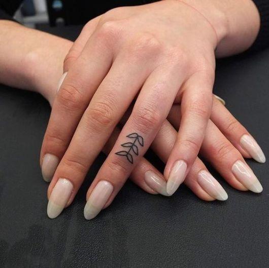 tatuagem dedo