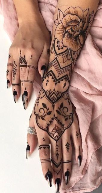 tatuagem feminina indiana