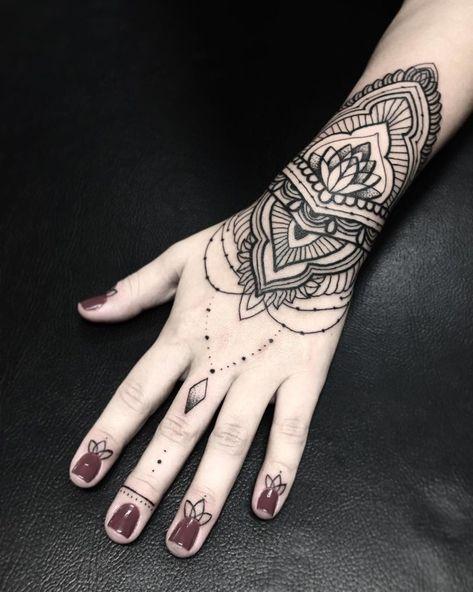 tatuagem mandala feminina