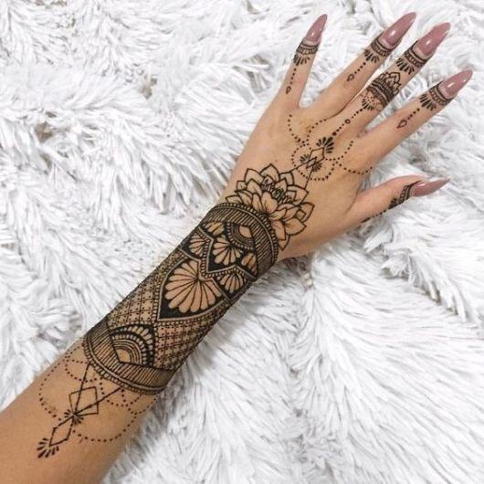 tatuagem indiana braço