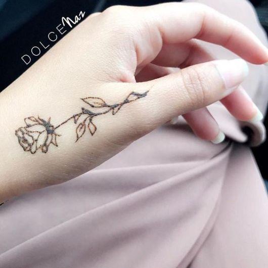 tatuagem delicada rosa