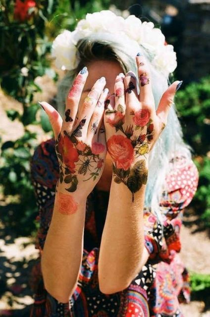 tatuagem realista flor