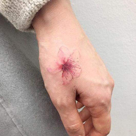 tatuagem flor de cerejeira