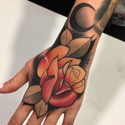 tatuagem grande e colorida