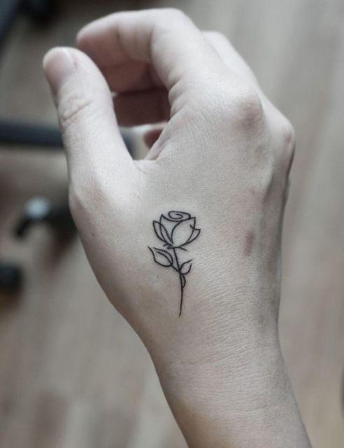 tatuagem rosa delicada