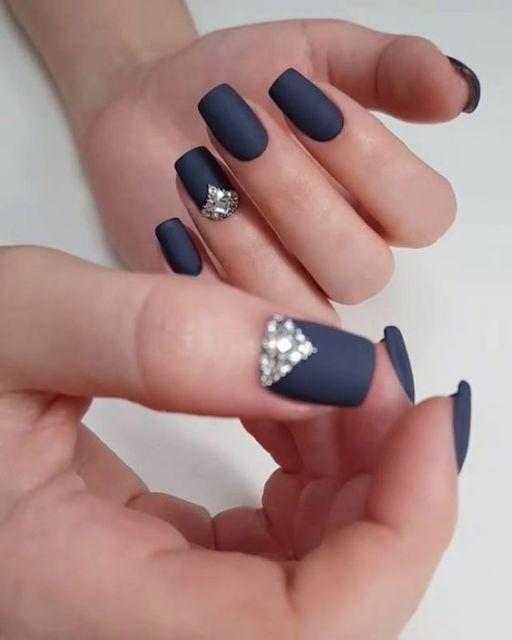 unha azul marinho fosca