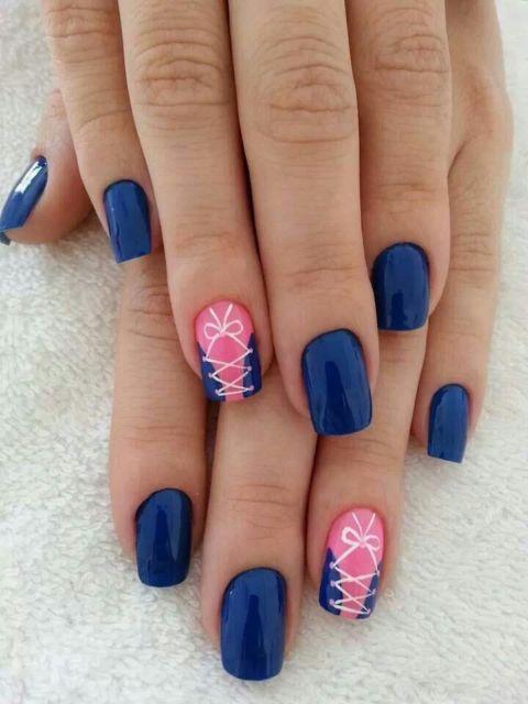 nail art azul e rosa