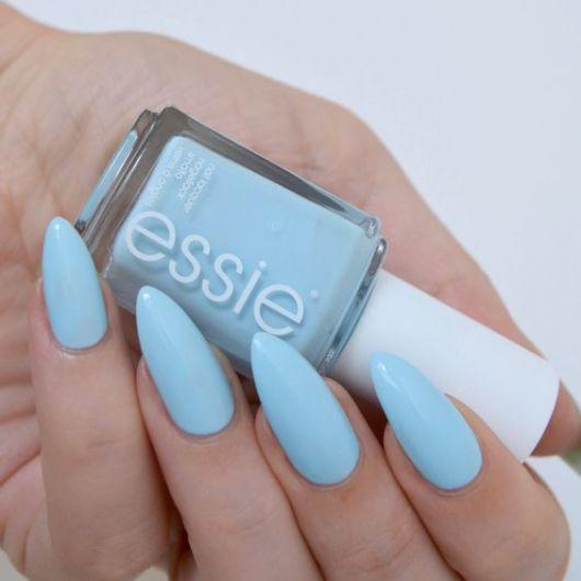 unha stiletto azul claro