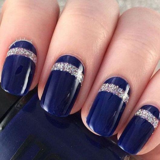 unha azul marinho com glitter