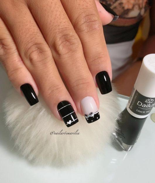 unhas decoradas preta e branca.
