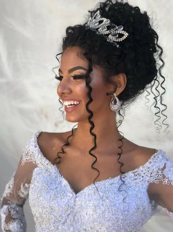 penteado de noiva cabelo cacheado