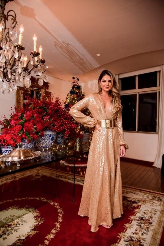 vestido de festa com cinto dourado