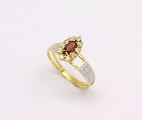 anel de ouro amarelo com granada
