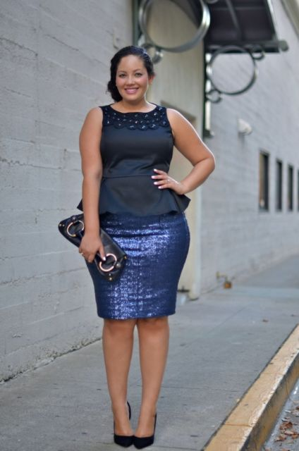 look plus size com saia bordada