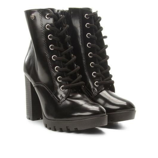 bota tratorada verniz preta com cadarço.