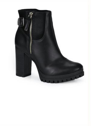 bota preta com fecho lateral.
