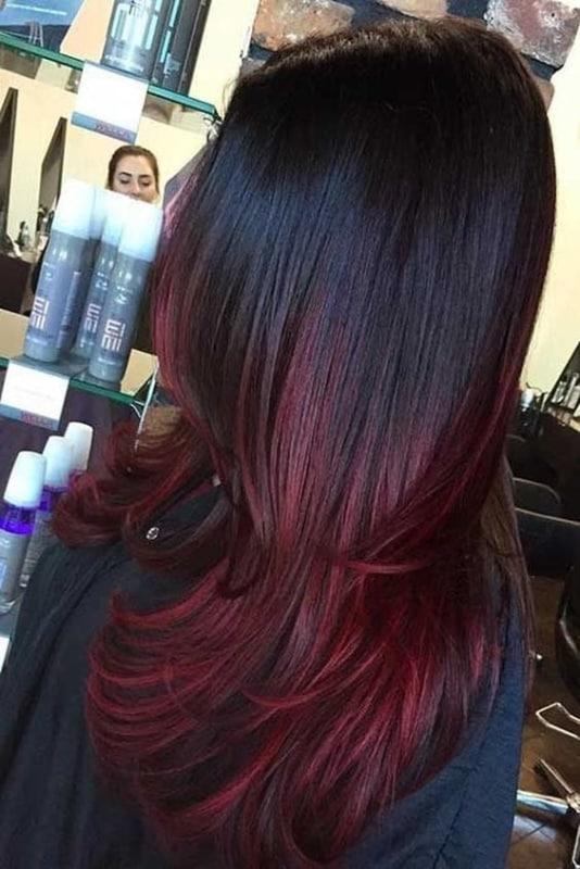 cabelo liso com pontas vermelhas