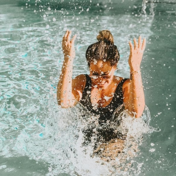 foto criativa na piscina