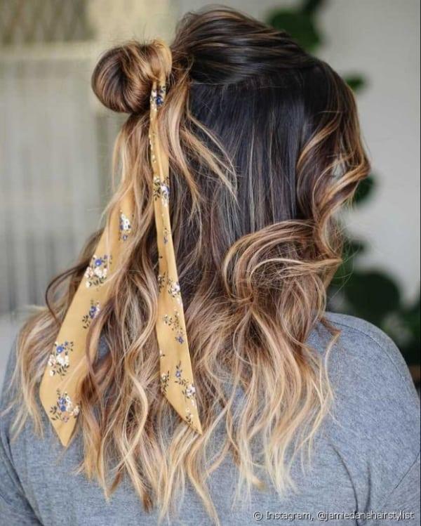 penteado com ligas simples em cabelo longo