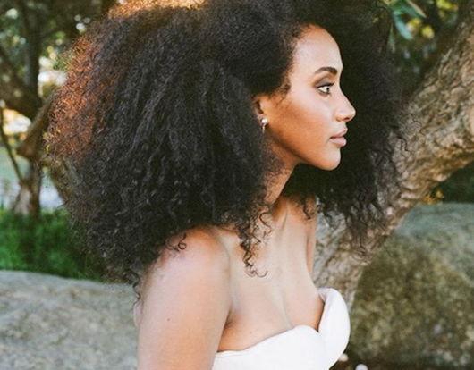 penteados soltos para casamento afro