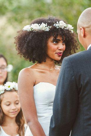 penteados soltos para casamento crespo
