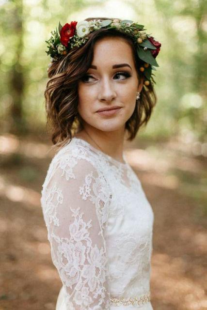 penteados soltos para casamento curto com coroa