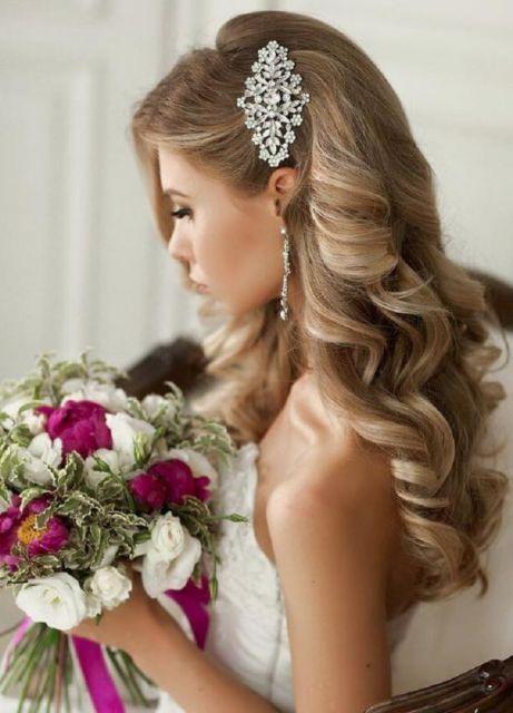 penteados soltos para casamento loiro longo