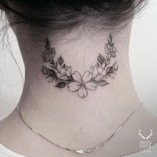 tatuagem delicada flores
