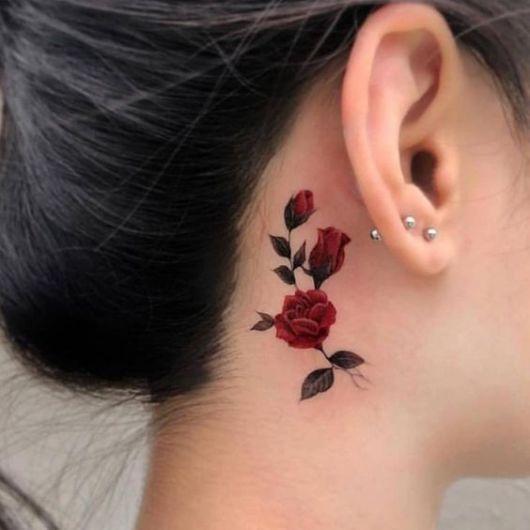 tatuagem rosa vermelha