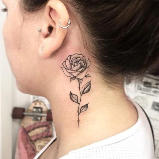 tatuagem média rosa