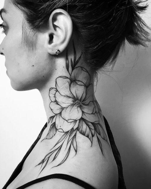 tatuagem grande flor