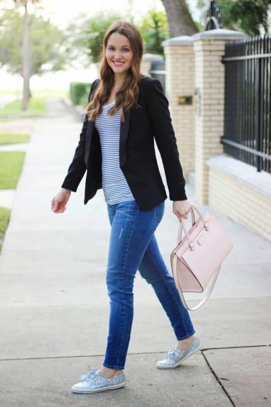 look calça jeans e blazer