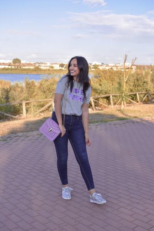 look calça jeans e t-shirt feminina
