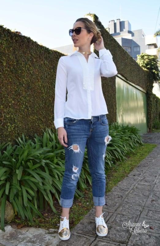look camisa branca com tênis