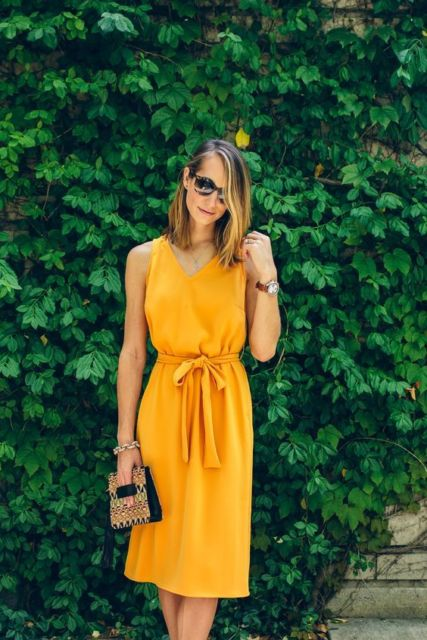 vestido midi mostarda