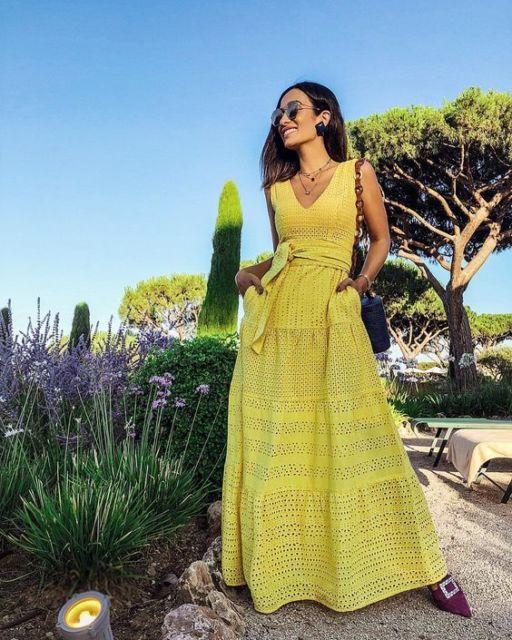 vestido amarelo claro longo