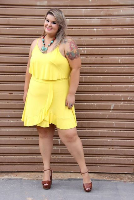 look plus size com vestido curto