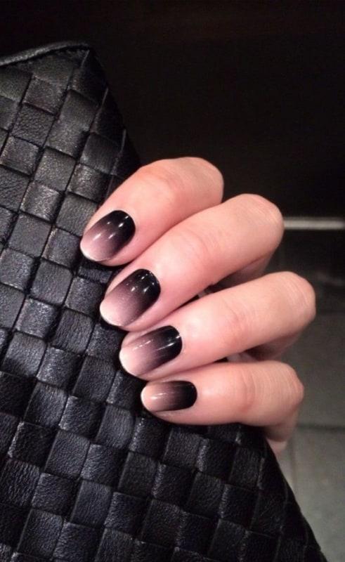nail art em preto e nude