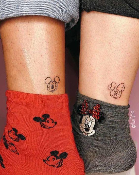 tatuagem delicada na perna