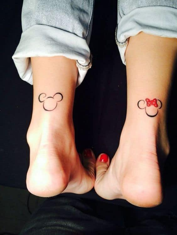 tatuagem pequena na perna