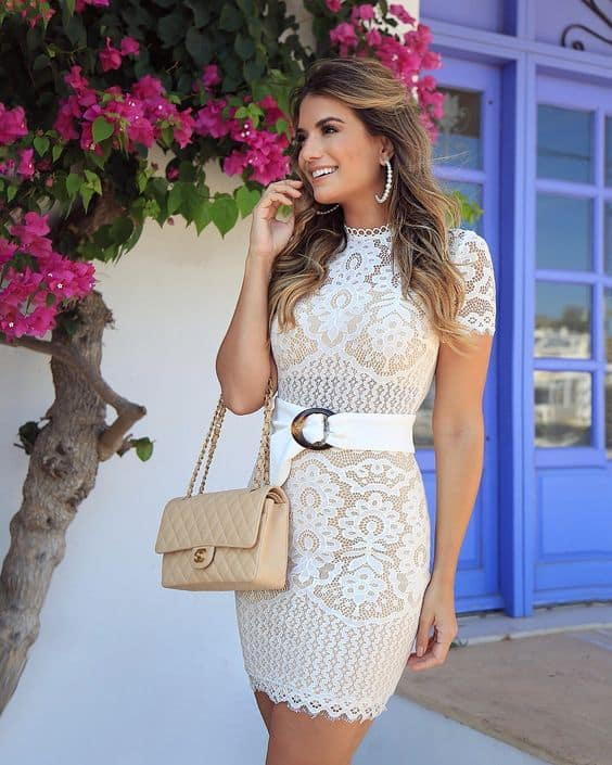 vestido curto de renda branca