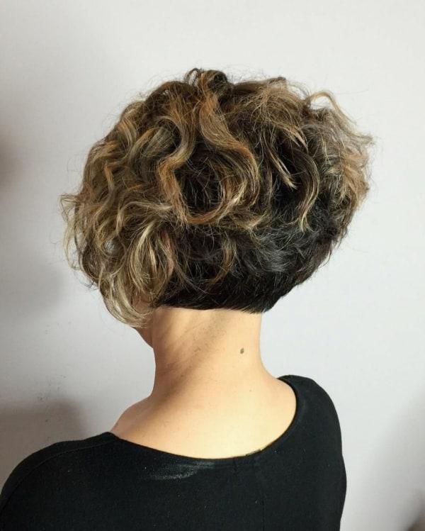 corte assimétrico cabelo ondulado