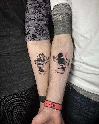 tatuagem de casal preta e branca